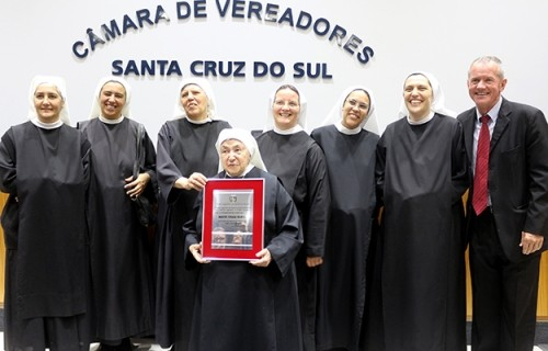 Madre Paula recebe título de Cidadã de Santa Cruz do Sul