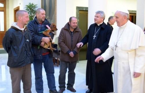 Papa Francisco recebe moradores de rua na Capela Sistina