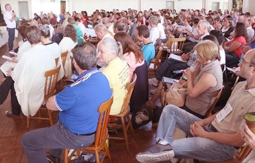 Assembleia reunida busca unidade e comunhão diocesana