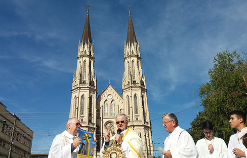 Deus criou o  Mundo e João XXIII criou a Diocese