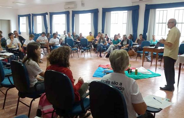 Escola reúne catequistas da Diocese