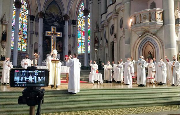 Missa do Crisma tem a presença dos padres forâneos